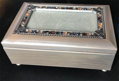 Edle Spieluhr-Schatulle (silbergraue Holzmaserung) mit Glasdeckelfach für Ihre Stickerei