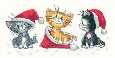 Heritage Stitchcraft - Christmas Kittens