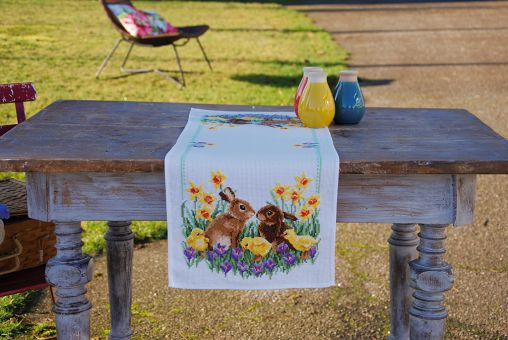 Vervaco - AIDA TABLE RUNNER KIT RABBITS WITH CHICKS