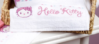 cross stitch corner vervaco im badezimmer hello kitty 2x handtuch. Black Bedroom Furniture Sets. Home Design Ideas